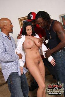 Porn legend Harley Raines in interracial threesome12
